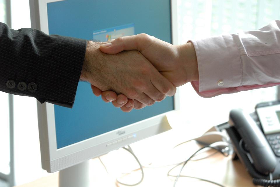 stretta di mano offerta lavoro emac